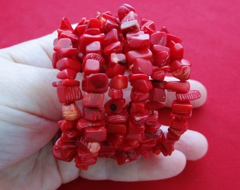 Vintage Wrap bracelet with deep red coral in great condition