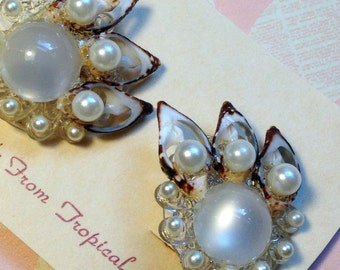 50's/60's Handmade Sea SHELL Clip on Earrings / Pin-Up Girl Earrings / Kitschy Seashell and Pearl Cluster Earrings
