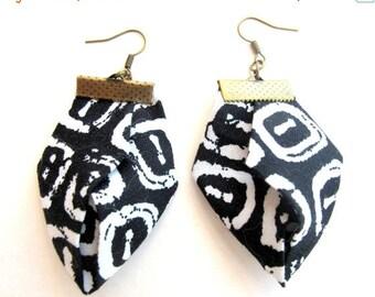 LetsPartySale Tribal fiber dangles, black and white fabric dangles, origami fiber earrings, original gift fiber dangles