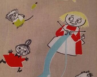 Moomin fabric TARUMUUMI beige background, small characters