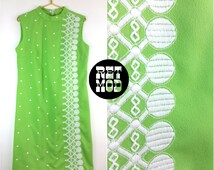 Plus Size HOT Bright Green & White Embroidery Vintage 60s Shift Dress!