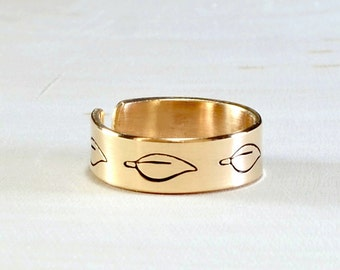 Toe ring handmade in bronze with leaf design - TR011