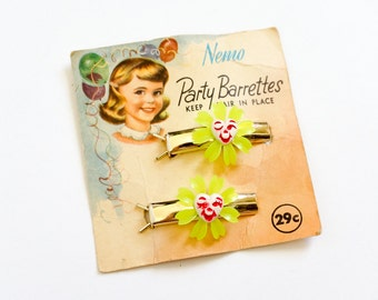 Vintage 1950s Barrettes / Nemo Hair Barrettes on Original Card / Gold Tone Metal Barrettes, Winking Smiling Heart Flower