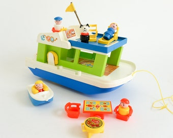 Vintage 1970s Toy / 1972 Fisher Price Play Family Houseboat Complete Little People and Accessories / Sound-Action, Role Playing Toy