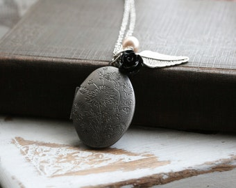 Oval Locket Necklace ,Silver Locket Necklace , Necklace with feather, Gift for Her, Christmas Gift Idea , Silver Locket with Flower  - Faye