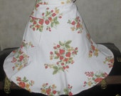 Apron cottage style made from a vintage table with strawberries