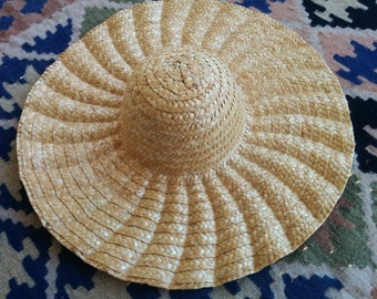 Extra-large Brim Straw Hat