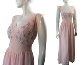 Excellent 1950s Petal Pink Gotham Night Gown XL Plus Size Floral Embroidered Nightgown