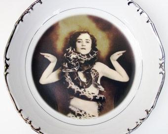 """Portrait Bowl.   The Snake Lady Portrait  7.5"""""""