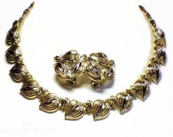 50s Gold Leaves Choker Necklace & Clip Earring Demi Parure in Open Metalwork Filigree Leaf Motif - Vintage 50's Costume Jewelry Sets