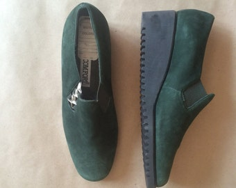 WEEKEND SALE! vintage  80's 90's chunky heel platforms / wedged heel  / green suede loafer / never been worn / womens shoes / size 6