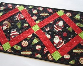 Quilted Table Runner,  Christmas Table Runner, Handmade Table Runner, Tablerunner, Home Decor, Santa, table quilt, Ornaments