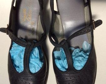 70s-does-40s black peep-toe slingback heels