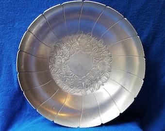 Vintage Aluminum Serving Bowl - Early American Brand style 778 - size 13 inches