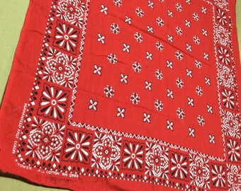 1950's Guaranteed Fast Color Tower Square Flowers Diamond Print red Bandana 19.5x22 all Cotton  #37