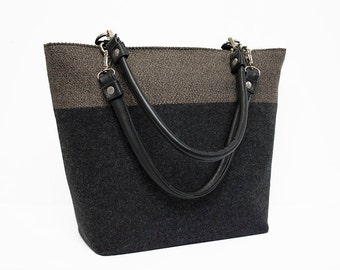 Women's Wool Handbag in gray with zippered closure