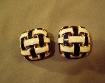 Vintage 1980s Ciner Yellow Gold Plated Clip Earrings Woven Black & White Enamel 8645