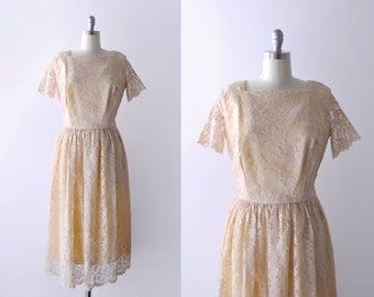1950's lace dress. peach. 50 pink dress. floral. full skirt. 50's large dress. pastel. l.