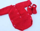Baby onesie and booties set. Hand knit baby onesie and booties. Red romper booties. Christmas baby set. 0-3 months