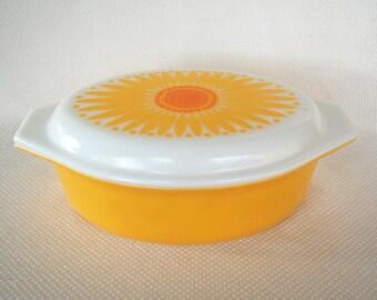 Vintage 2 1/2 Quart Pyrex Daisy 045 Cinderella casserole aka Pyrex Sunflower