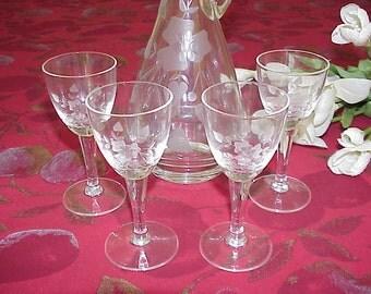 Vintage Elegant Wine Decanter and 4 Glasses Flower Etched Design