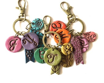 Personalized mama Keychain, Happy Hippie Funky Gift, Letter Keyring, Handmade keychain for woman, colourful accessories, Christmas Gift