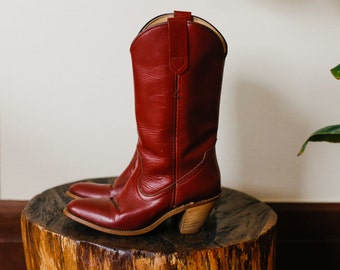 Reddish-Brown Leather Classic Simple Frye Cowgirl Cowboy Boots. 7AA Narrow