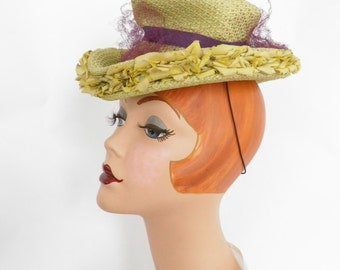 Vintage 1940s hat, tilt chartreuse Goebel. Rare color.