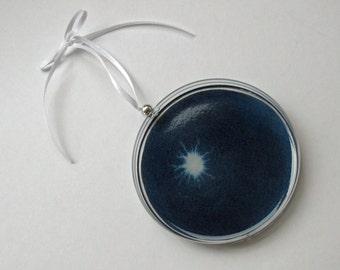 Petri Dish Ornament N1: Dark Blue with White Bacteria