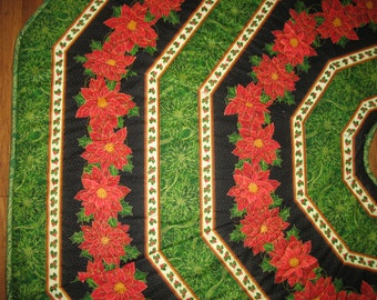 Christmas Tree Skirt Poinsettias, quilted, fabric Quilting Treasures