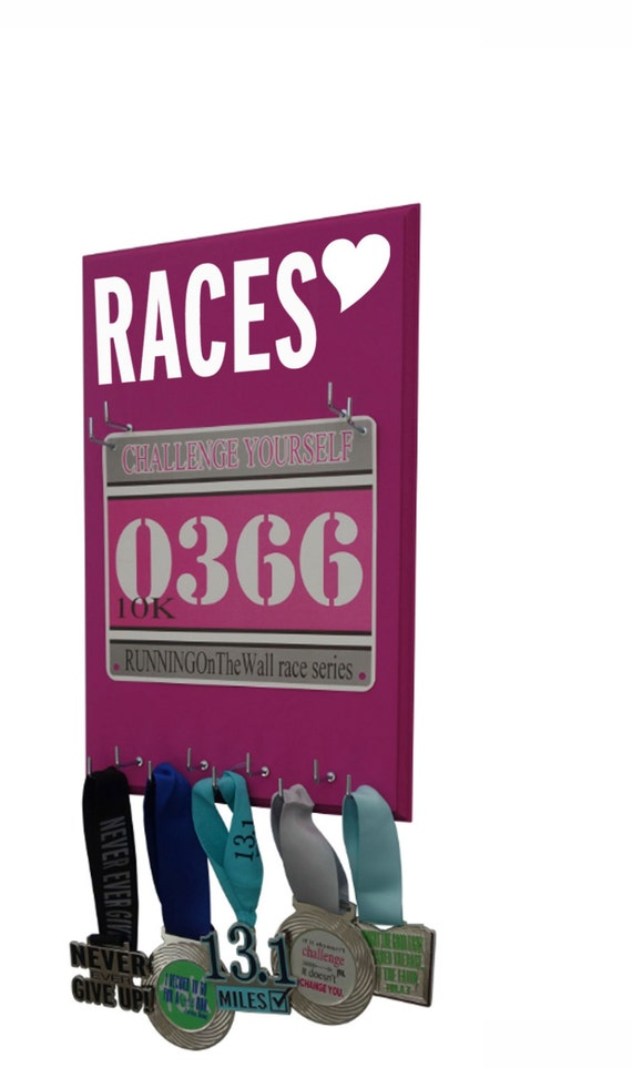 RACES bibs display for women - Gifts for runners - Races heart logo graphic
