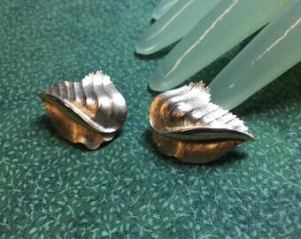 "Vintage 1"" Brushed Goldtone Single Leaf Clip on Earrings by Trifari"