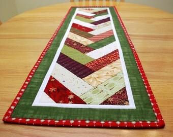 Christmas Table Runner, Dark Green Quilted French Braid Centerpiece
