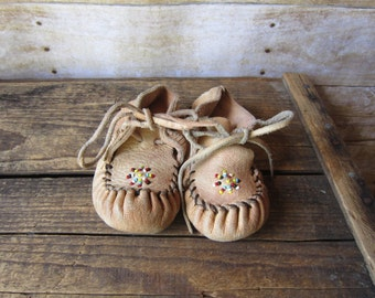 Minnetonka Baby Moccasin - Beaded Bootie Crib Shoe Size 5