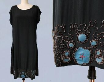 1920s Dress / 20s Beaded Flapper Dress / BLUE LEATHER Flower Appliques