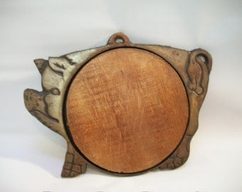 Vintage Metal Pig Trivet, Metal Pig Cutting Board, Country Kitchen Pig, Farm House Trivet, Cast iron Pig Cutting Board Trivet