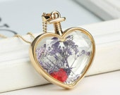 2pcs  Gold Color  Circle PhotoLocket Pendant with Pressed Dry Flower Heart Shape  Purple/Red Flower