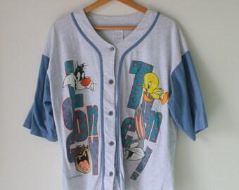 Vintage LOONEY TUNES TShirt.one size.cartoon. retro. tweety bird. sylvester. bird. thats all folks. groovy. 90s clothing. warner bros