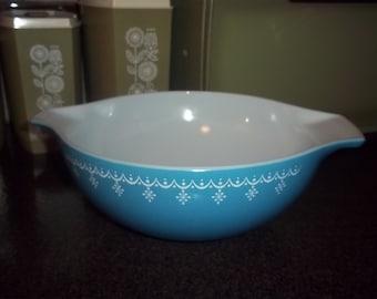 Pyrex Snowflake Blue Garland Cinderella mixing bowl 444 4-quart excellent condition