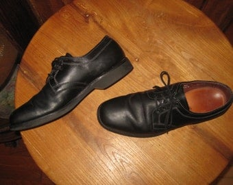 Allen Edmonds    Rover  Oxfords    Made In USA     Lace Up Leather on Vibram     Mens  8.5  C