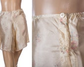 Rare 1940's vintage silky noisy glossy champagne floral design rayon and delicate lace button fastening french knickers tap pants - 3718