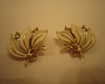 LISNER White Enamel and Gold Tone Metal Earrings  Clip on Style