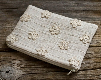 Natural White Crochet Flowers Zipper Pouch, Floral Cotton Cosmetic Bag, Nature Inspired Accessories, Countryside Fashion