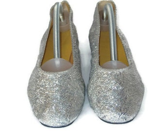60s Shoes Silver Lame Shoes Silver Flats Fold Up Slippers 1960s Silver Shoes Silver Slippers Low Heeled Silver Shoes Dance Slippers