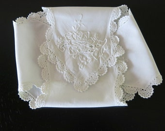Vintage White Linen Bun Keeper Hand Embroidery Shell Crochet Lace Edge 65b