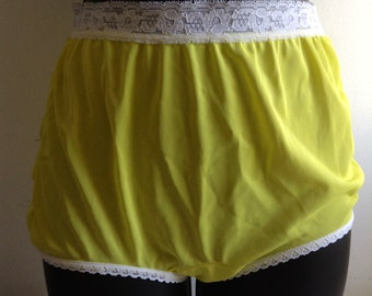 1960's 70's Yellow Nylon Panties. Vintage Sears. Panty Made in USA.  Mod, Lolita, Mad Men. Rockabilly, Bettie Page.  NEW old stock, Size 5.