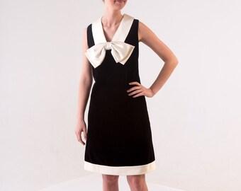 1960s Bow Shift Dress / 60's Mod Dress