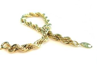 Trifari Bracelet. Gold Tone Rope Bracelet. Twist Chain Link Bracelet. Vintage 1970s Trifari Jewelry. 7 inches.