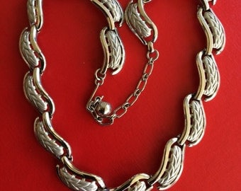 Signed Crown Trifari Vintage Decorative Link Collar Necklace