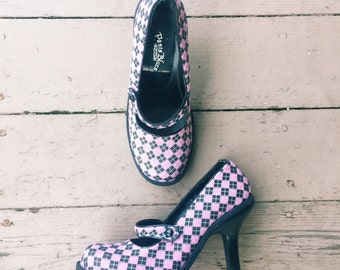 1990s Argyle Checked Mary Janes Pumps in Pink And Black / Paris Blues / Size 7.5